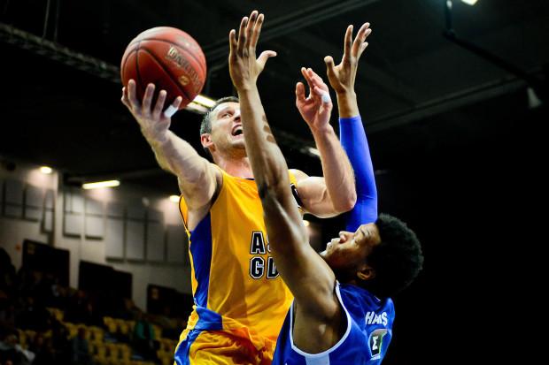 Piotr Szczotka zaliczył double-double 16 pkt i 10 zbiórek.