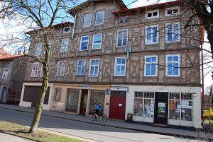 i budynek przy ul. Oliwskiej 65, w którym działała Perła powojenna.