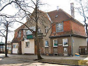 Budynek dworca dawnego przystanku kolejowego Kolonia Rzeszy.