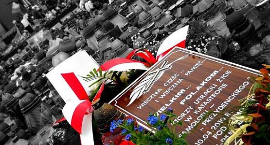 W sobotę odbędą się uroczystości żałobne w Warszawie, w niedzielę pogrzeb pary prezydenckiej w Krakowie.