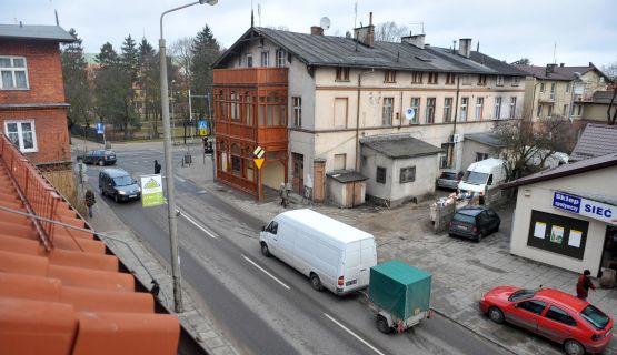 Mieszkania komunalne, choć często w złym stanie, mają bardzo dobrą lokalizację, dzięki czemu zysk z najmu może być całkiem spory. Na zdjęciu skrzyżowanie ul. Polanki i Opata Jacka Rybińskiego w Oliwie.