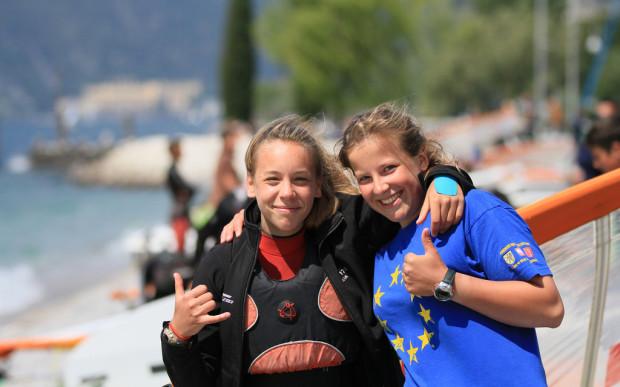 Medalista Lidia Sulikowska (z lewej) z Natalią Czopek-Rowińską, która startowała w starszej kategorii wiekowej.