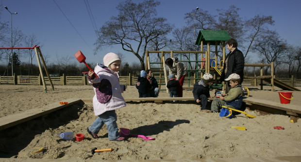 Większość głosów oddanych przez najmłodszych może zostać skierowanych poprzez rodziców na place zabaw i boiska.