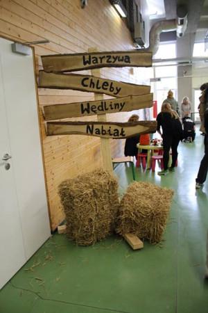 Bazar Bo Ze Wsi ma dwie odsłony: co czwartek w Pomorskim Parku Naukowo-Technologicznym w Gdyni oraz co drugi piątek w Domu Zarazy w Oliwie (najbliższy: 16 maja). Pod nazwą Gdański Bazar Natury impreza odbywa się również w każdy czwartek w Hali Olivia.