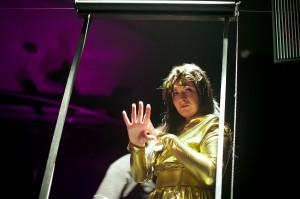 """Ewa Błachnio od dawna """"romansowała"""" z teatrem, występując m.in. w spektaklach """"Balladyna"""" i """"Maszyneria mitu"""" (na zdjęciu) wyprodukowanych przez Scenę SAM. Od niedawna jest dyplomowaną aktorką."""