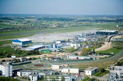 Dziś Port Lotniczy w Gdańsku ma terminal cargo oraz dwa terminale pasażerskie, z których jeden jest rozbudowywany. W tym roku władze lotniska zapowiadają, że obsłużą co najmniej 3 mln pasażerów.