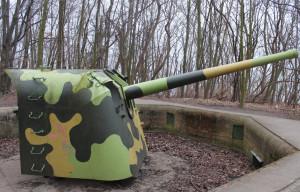 W ramach porządków ma być również odtwarzany kamuflaż na armatach.