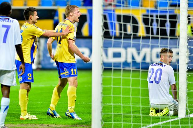 Michał Szubert (nr 11) i Paweł Wojowski (25) strzelili gole na wagę pierwszego od blisko miesiąca zwycięstwa Arki w I lidze oraz podtrzymanie nadziei na awans do ekstraklasy.