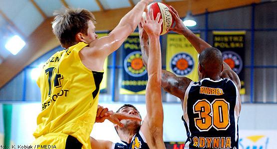 Najskuteczniejsi w obu zespołach. Od lewej Saulius Kuzminskas (18 pkt) oraz po prawej  Ronald Burrell (20 pkt).
