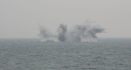 """Załoga Marynarki Wojennej z okrętu """"Kontradmirał Xawery Czernicki"""" dowodzili NATO-wską akcją rozminowywania dna Morza Północnego."""