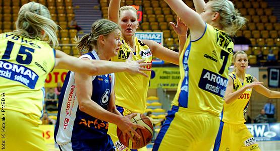 Gdynianki były skuteczne zarówno w ataku (104 pkt), jak i w obronie (36 zbiórek). Szczelna defensywa od lewej - Magdaleny Leciejewskiej, Louice Halvarsson i Magdaleny Kaczmarskiej.