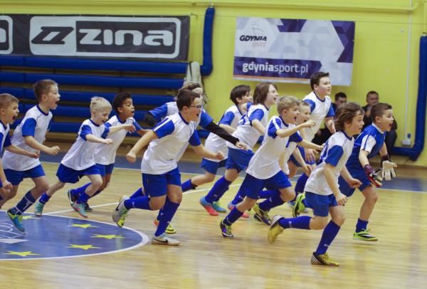 Akademia Piłkarska Bałtyku nie prowadzi selekcji. Na treningi zapisać się mogą wszyscy chłopcy, którzy chcą spróbować swoich sił. Szkolenie obejmuje aż dziesięć grup wiekowych.