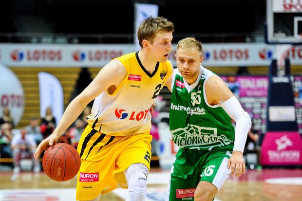 W czwartek, w starciu liderów, tak jak w meczu, lepszy był koszykarz Trefla, Adam Waczyński. Natomiast Łukasz Koszarek uległ mocnej obronie żółto-czarnych.