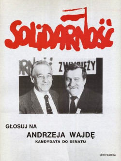 """Powstała wtedy """"drużyna Wałęsy"""" i niemal wszyscy kandydaci do Parlamentu mieli z nim zdjęcie."""