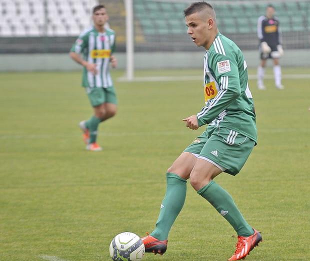 W drugim meczu z rzędu Damian Kugiel zdobył trzy bramki. Te strzelone Kotwicy przypieczętowały pewne utrzymanie Lechii II w III lidze.