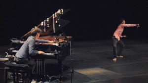 """""""An encounter of improvised music and dance"""" w wykonaniu Hauschki i Edivaldo Ernesto to największe wydarzenie tegorocznego Gdańskiego Festiwalu Tańca. Spektakl prezentowany będzie we wtorek 10 czerwca."""