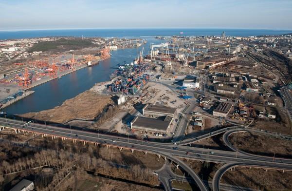Realizacja przedsięwzięcia spowoduje uporządkowanie układu torowego i zwiększenie możliwości przeładunkowych w rejonie portu zachodniego.