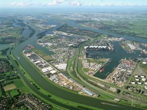 Pierwsze miejsce na liście największych portów kontenerowych Europy zajmuje Rotterdam, który w 2013 roku przeładował 11,62 mln TEU.