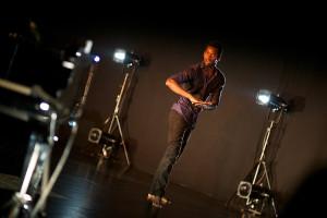 Ernesto Edivaldo w duecie z Hauschką zachwycili techniką i zaskoczyli swobodą improwizacji na najwyższym tanecznym (Ernesto) i muzycznym (Hauschka) poziomie.