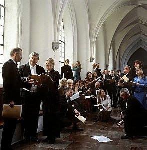 Trzy chóry i wybitni polscy śpiewacy wprowadzą nas nastrój Świąt. Na zdjęciu organizator Koncertu - Polski Chór Kameralny Schola Cantorum Gedanensis.