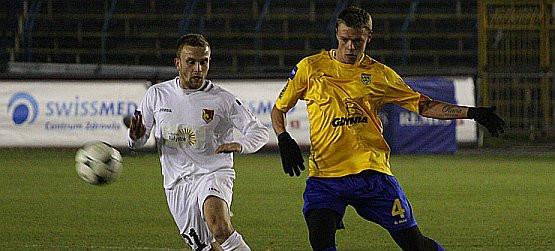 Adrian Mrowiec (z prawej) mógł dać Arce awans w regulaminowym czasie gry.