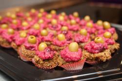 W czasie spotkania można było spróbować przysmaków kuchni bezglutenowej. Na zdjęciu wegańska przekąska z kaszy gryczanej i soczewicy.