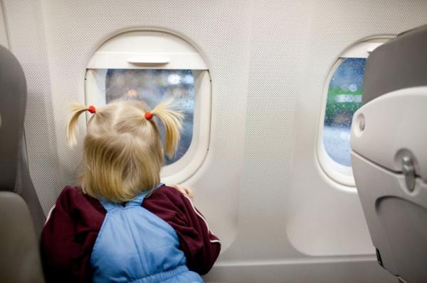 Większość przewoźników stosuje standardową zniżkę dla dzieci poniżej drugiego roku życia. Bilet dla takiego malucha kosztuje 10 proc. normalnej ceny biletu.