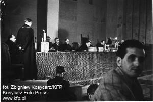 Proces Forstera przed Najwyższym Trybunałem Narodowym, który obradował w siedzibie dzisiejszej Opery Bałtyckiej, odbywał się w dniach 5-29 kwietnia 1948 r.