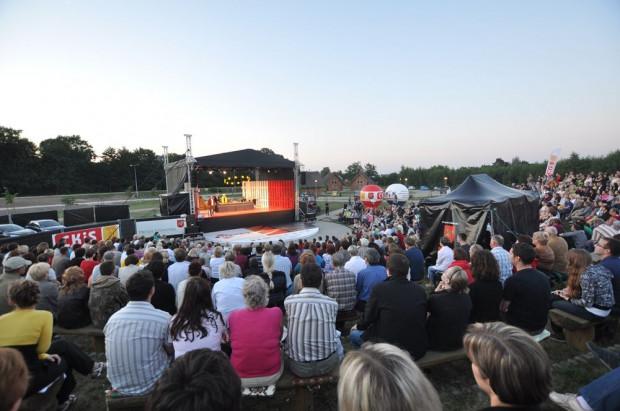 Scena Letnia Teatru Wybrzeże mieści się w Międzynarodowym Parku Kulturowym Faktoria przy ulicy Zastawnej w Pruszczu Gdańskim. Spektakle pokazywane będę raz w tygodniu w weekendy od 6 lipca do 23 sierpnia.
