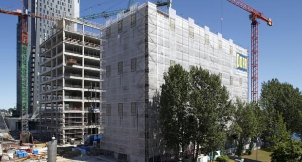 Projekt architektoniczny opracowała Pracownia Projektowa FORT, natomiast za generalne wykonawstwo odpowiada firma PORR Polska.