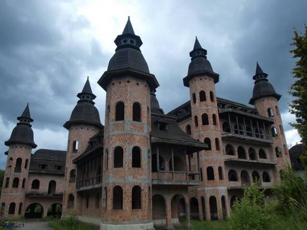 Migawki z wycieczki rowerowej po Kaszubach, której celem było zobaczenie zamku Łapalicach.