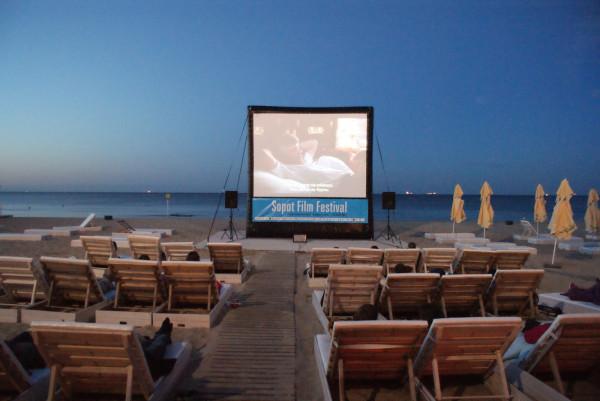 Na plaży będzie można obejrzeć filmy Stanisława Barei. Projekcje odbędą się również m.in. w PGS, Multikinie i Scenie Kameralnej Teatru Wybrzeże.