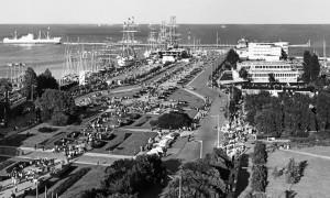 Zlot żaglowców w Gdyni w 1974 r. był wydarzeniem, które przyciągnęło na Molo Południowe nie tylko miłośników żeglarstwa.