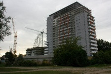 Obecnie niemal gotowy jest już jeden budynek. Docelowo będą trzy.