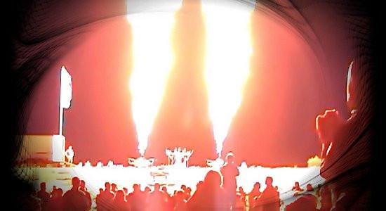 Pokaz symfonii ogniowych płomieni gazowych w wykonaniu Henry`ego Hota stanowi główną atrakcję tegorocznego Festiwalu Rytmu i Ognia FROG.