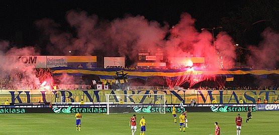 Arka musi zapłacić 10 tysięcy złotych kary m.in. za odpalenie materiałów pirotechnicznych podczas meczu z Wisłą.