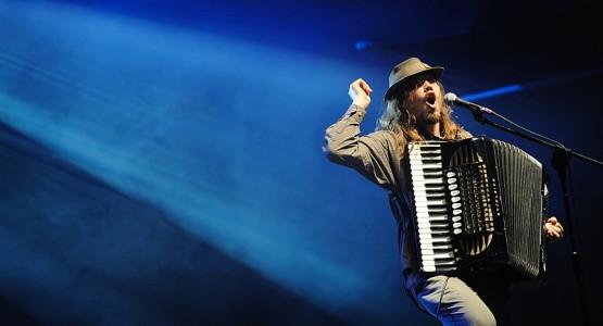 Jason Webley na festiwalu Globaltica nie tylko dał najbardziej żywiołowy koncert ale najmocniej ze wszystkich zaangażował do swojego występu publiczność.