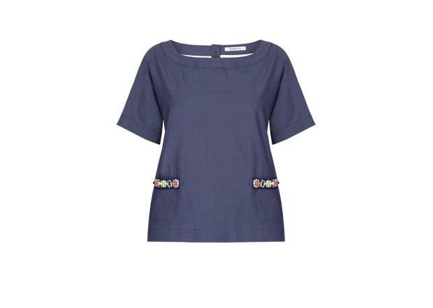 Prosty fason bluzki to dobre tło dla okazałego naszyjnika. Marella, 390 zł.