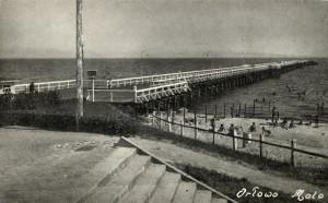 Pocztówka przedstawiająca molo w Orłowie.