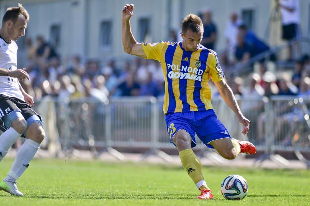 Marcin Warcholak przez 1,5 roku rozegrał w barwach Gryfa Wejherowo 51 oficjalnych meczów, w tym trzy w Pucharze Polski. W Arce 25-letni obrońca występuje od tego sezonu.