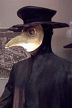 Takie maski nosili medycy podczas zarazy.