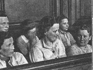 Proces załogi KL Stutthof w Gdańsku. W pierwszym rzędzie od lewej siedzą Elisabeth Becker, Gerda Steinhoff, Wanda Klaff, w drugim rzędzie od lewej Erna Beilhardt (zakrywa twarz) i Jenny-Wanda Barkmann.