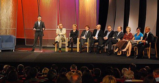 Na uroczystej Gali Nagrody Literackiej Gdynia członkowie kapituły Nagrody zjawili się w komplecie .
