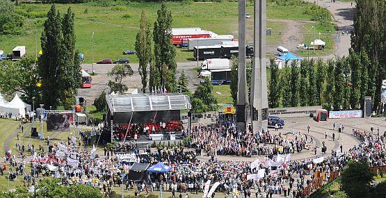Trwają uroczystości pod Pomnikiem Poległych Stoczniowców w Gdańsku.
