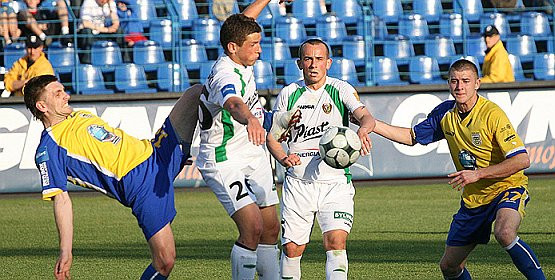 Marek Chojnacki sprawdził aż sześciu 19-latków. Marcin Budziński (z prawej) był jednym z dwóch w tym gronie, którzy wyszli w podstawowym składzie.