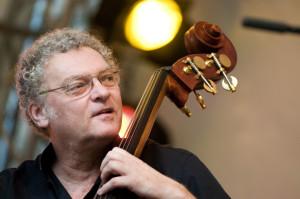 Miroslava Vitousa fani jazzu mieli okazję oklaskiwać w 2009 roku. Wówczas przyjechał do Gdyni razem z Antonio Farao Trio. 11 października zagra zaś solo w Zatoce Sztuki.