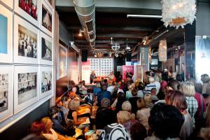 Spotkania z autorami na plaży za Klubem Atelier i Teatrem na Plaży okazały się strzałem w dziesiątkę z uwagi na atmosferę spotkań. Publiczność najliczniej uczestniczyła w spotkaniu z Mariuszem Szczygłem, które z uwagi na pogodę zostało przeniesione do Klubu Atelier.