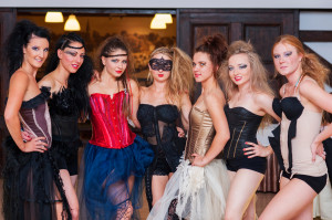 Modelki w kreacjach Magdaleny Arłukiewicz
