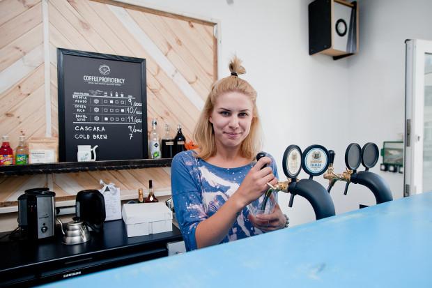 W Kurhausie napijemy się kawy zaparzanej metodami drip, chemex czy aeropress. To najnowszy - i najmodniejszy - trend kawiarniany.
