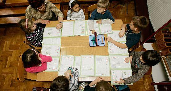 Część sześciolatków zacznie we wrześniu naukę w zerówkach przy szkołach podstawowych.